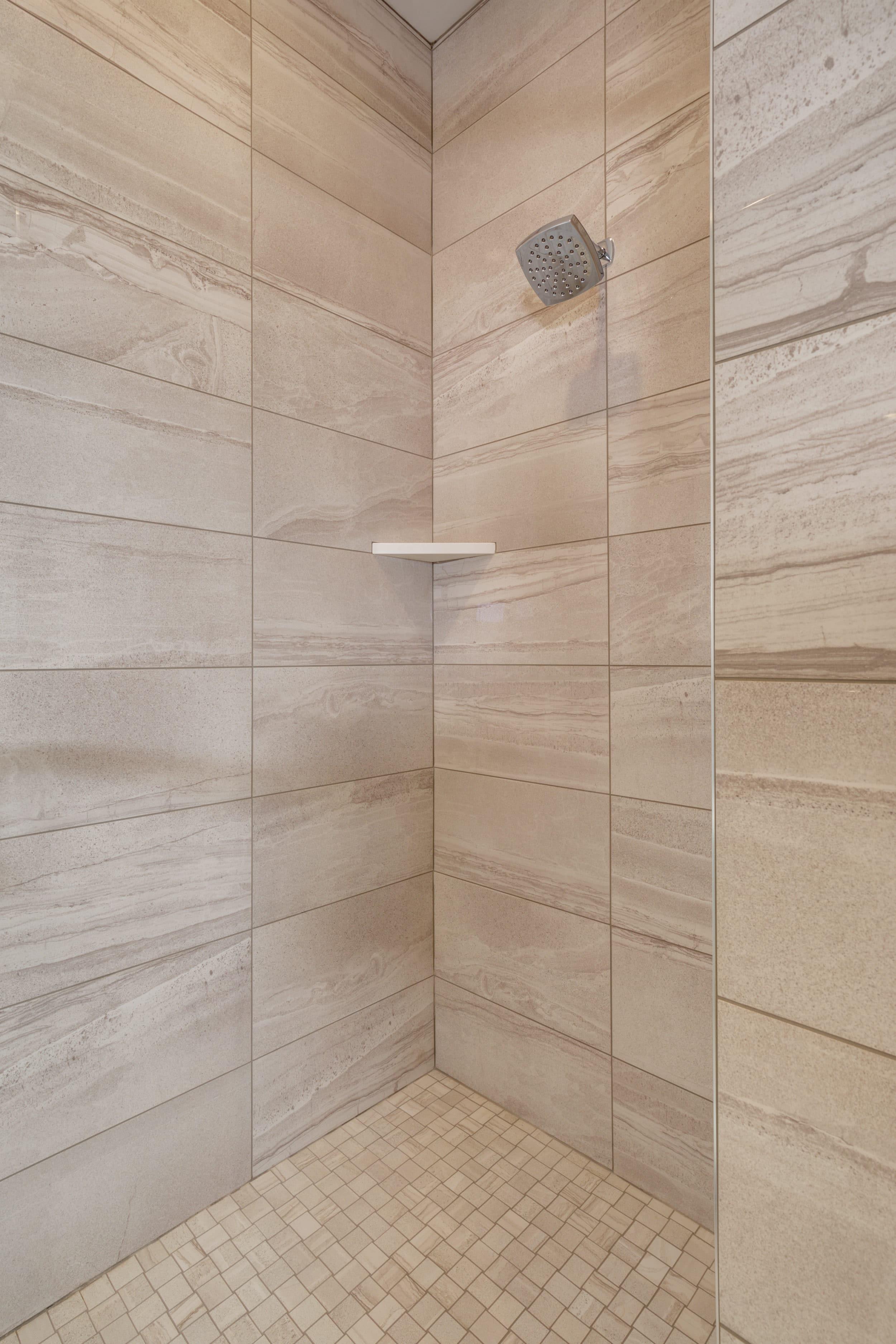 Elkhorn 2303C master bathroom3