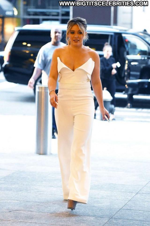 Hilary Duff New York Posing Hot Babe Beautiful New York Paparazzi