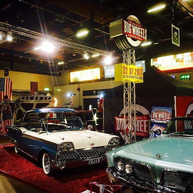 Viimeinen messupäivä alkamassa, kannattaa muistaa, että American Car Show on tänä vuonna vain kolmipäiväinen. Vielä tänään sunnuntaina 16.4. klo 10-18 ehtii tutustua näyttelyyn Helsingin Messukeskuksessa ja pyörähtää Big Wheels-osastolla.
