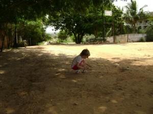 """Michaja heeft weer wat interessants ontdekt. Vanmorgen, toen ze een hagedisje zag: """"papa, een krokodil!"""""""