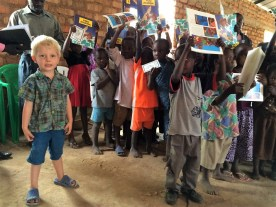 Als deze kinderbijbels goed ontvangen worden - wat zo lijkt te zijn! - dan hopen we ze ook in de lokale talen te vertalen. We zijn al begonnen in één taal als een proefproject.