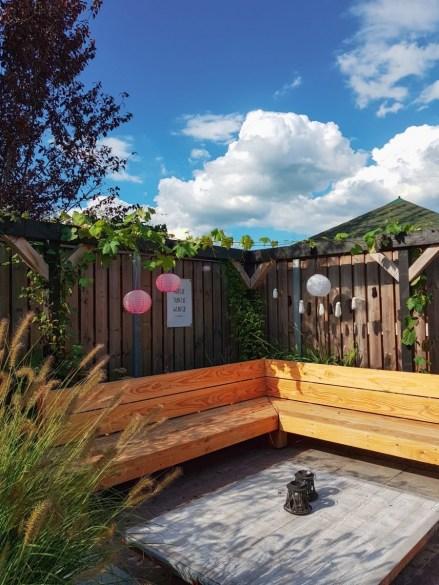 Tuintrends 2021 zwarte pergola in je tuin