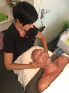 gezichtsbehandeling goud massage mannen