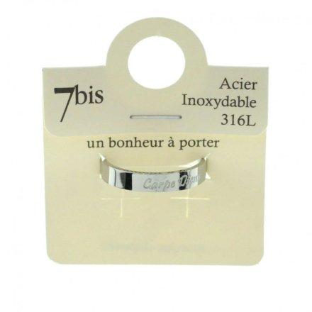 Découvrez notre dernière création 7bis Paris en ligne dès aujourd'hui! Le Bague carpé diem argenté message acier inoxydable de notre collection [Autres] 7bis, un bonheur à porter