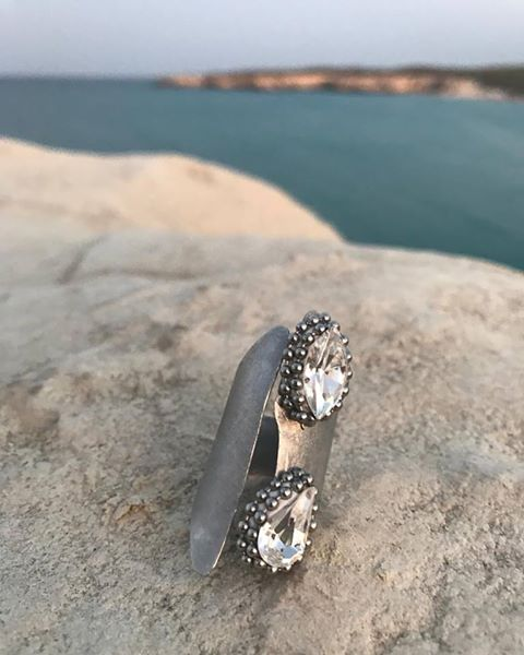 Just married: aluminum and glass