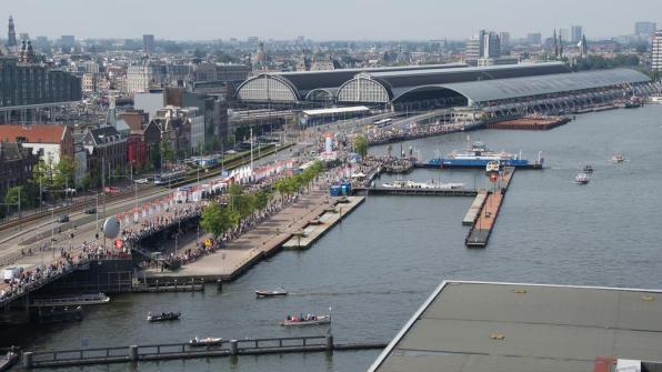 Bijzondere Overnachting Origineel Overnachten Movenpick City Centre Hotel Amsterdam uizicht over Amsterdam11