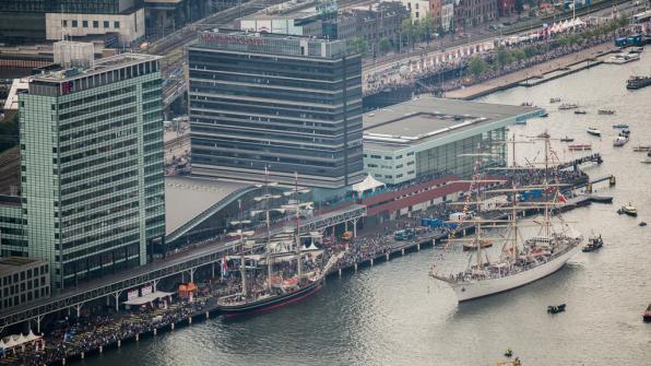 Bijzondere Overnachting Origineel Overnachten Movenpick City Centre Hotel Amsterdam uizicht over Amsterdam12