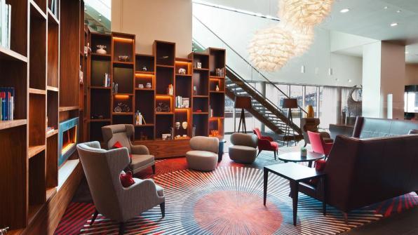 Bijzondere Overnachting Origineel Overnachten Movenpick City Centre Hotel Amsterdam uizicht over Amsterdam6