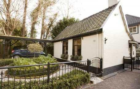 Slapen in een bijzonder vakantiehuis in kunstenaarsdorp Bergen