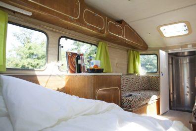 Bijzondere Overnachting Origineel Overnachten Slapen in een caravan op palen bij de Vreemde Vogel Vlaardingen2
