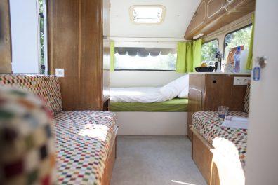 Bijzondere Overnachting Origineel Overnachten Slapen in een caravan op palen bij de Vreemde Vogel Vlaardingen3