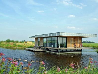 Bijzondere Overnachting Origineel Overnachten Slapen in een watervilla op het water in Friesland1