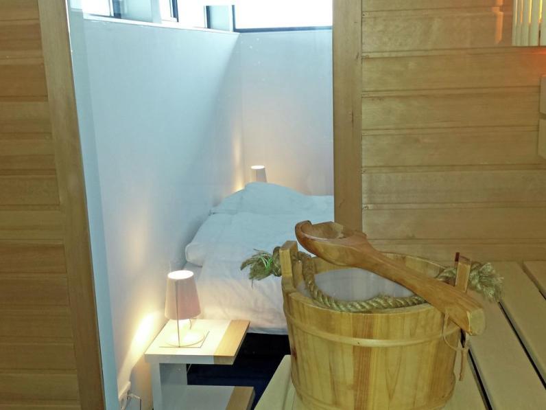 Bijzondere Overnachting Origineel Overnachten Slapen in een watervilla op het water in Friesland15
