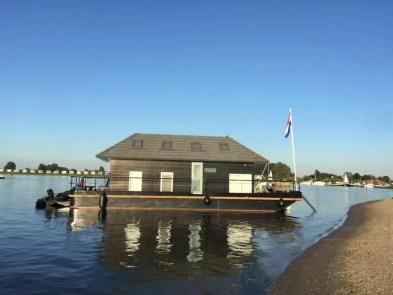 Bijzondere Overnachting Origineel Overnachten Slapen op het water in Vaarthuis Pur Sang in Maurik5