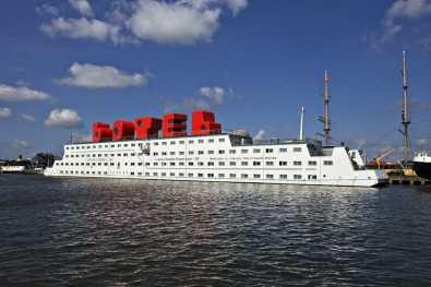 Bijzondere Overnachting Origineel Overnachten Slapen op het water Botel Amsterdam NDSM Werf1