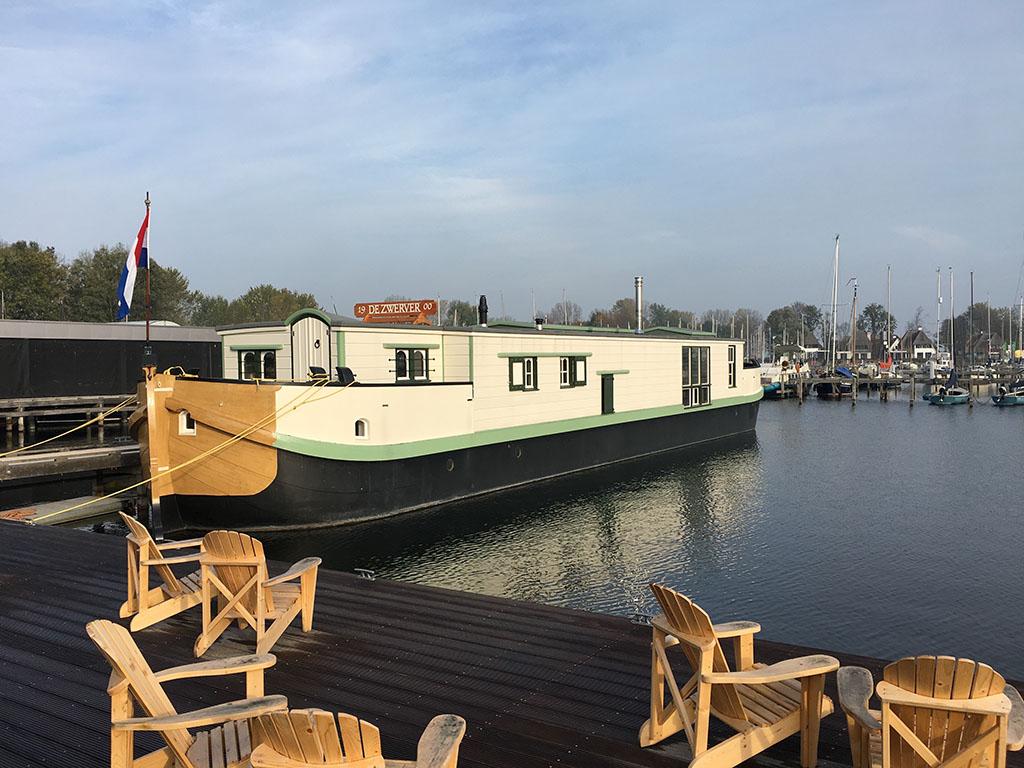 Slapen op een nostalgische woonboot aan het Gooimeer