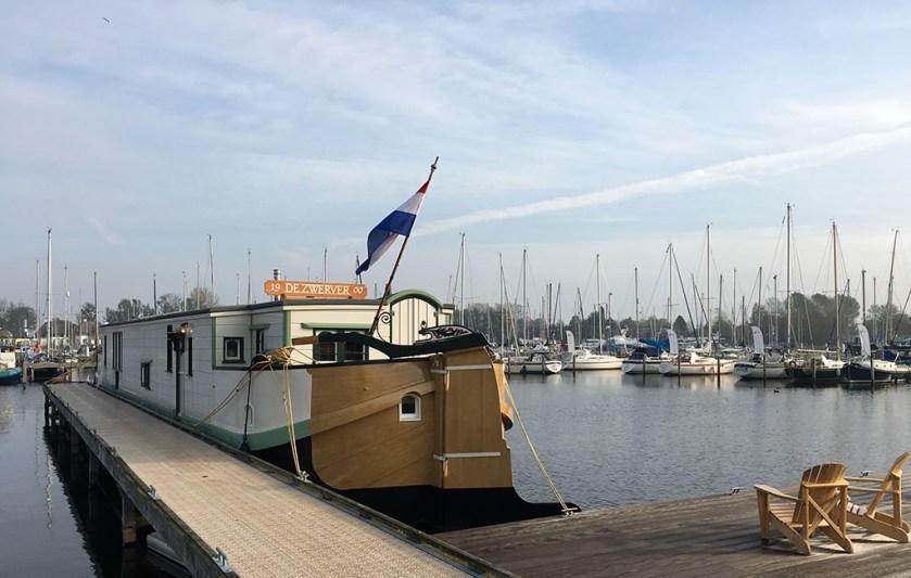 Bijzonder Overnachten Origineel Overnachten Slapen op een nostalgische woonboot aan het Gooimeer6