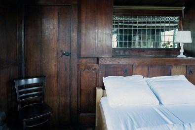 Bijzonder Overnachten Origineel Overnachten Slapen op een nostalgische woonboot aan het Gooimeer7