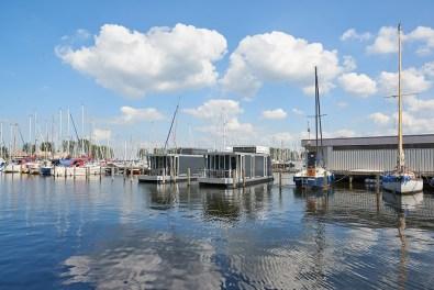 Bijzondere Overnachting Origineel Overnachten Slapen in de marinalodge op het water bij Muiderzand1