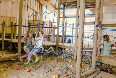 Bijzondere Overnachting Origineel Overnachten Slapen in een hooiberg op een luxe vakantiepark Molke Zuna3