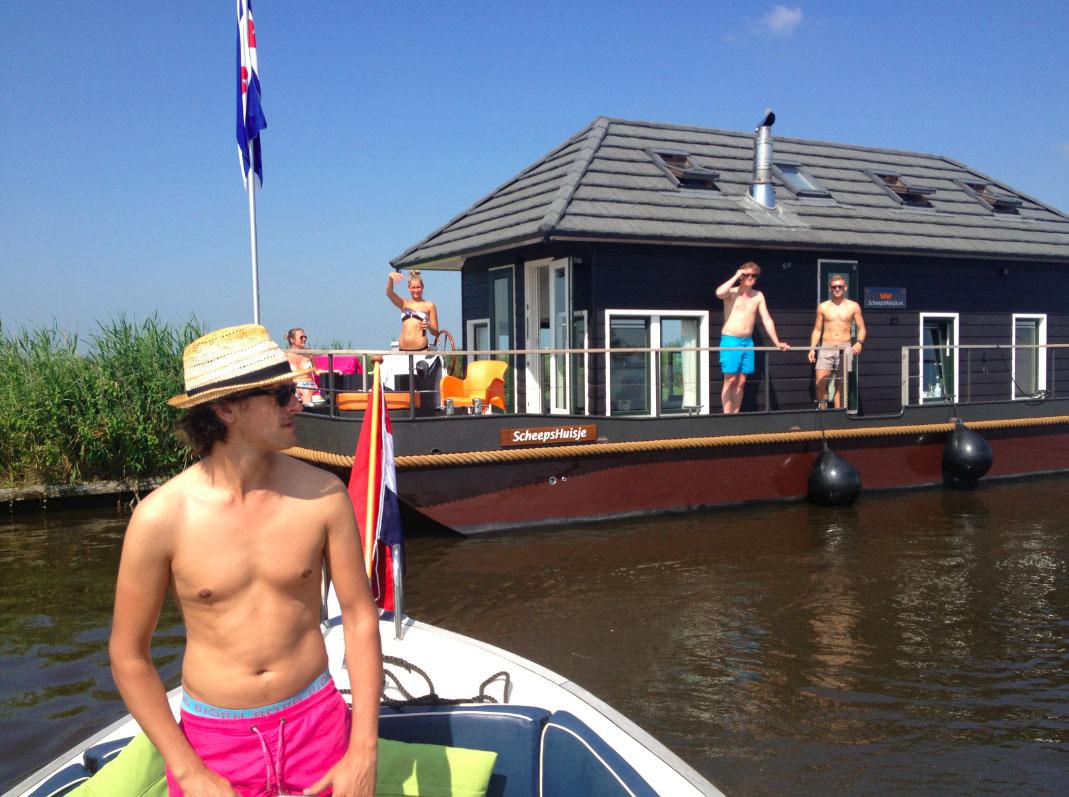 Bijzondere Overnachting Origineel Overnachten Slapen op een woonboot op het Sneekermeer1