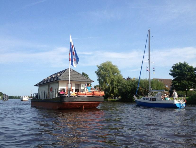 Bijzondere Overnachting Origineel Overnachten Slapen op een woonboot op het Sneekermeer10