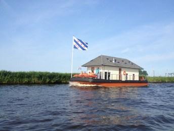 Slapen op een woonboot op het Sneekermeer
