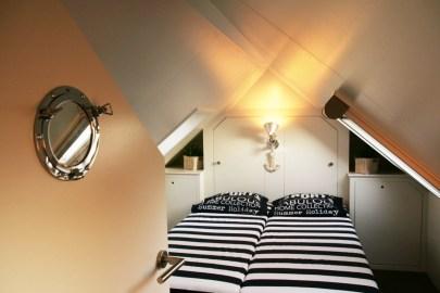 Bijzondere Overnachting Origineel Overnachten Slapen op een woonboot op het Sneekermeer6