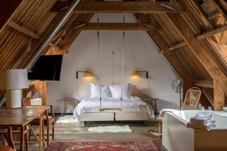 Bijzondere Overnachten Origineel Overnachten Slapen in voormalig scheepshoofdkantoor Lloyd Hotel Amsterdam16