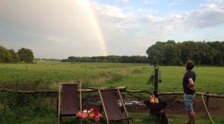 Bijzondere Overnachting Origineel Overnachten Slapen op een boerderij de Jobinghoeve in Grolloo met knuffelschuur in Drenthe24