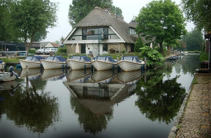 Bijzondere Overnachting Origineel Overnachten Slapen in De Mariahoeve aan het Sneekermeer in Terherne1