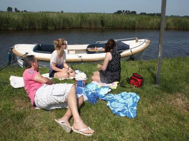 Bijzondere Overnachting Origineel Overnachten Slapen in De Mariahoeve aan het Sneekermeer in Terherne11