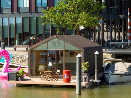 Slapen op het water in Rotterdam – De Wikkelboat