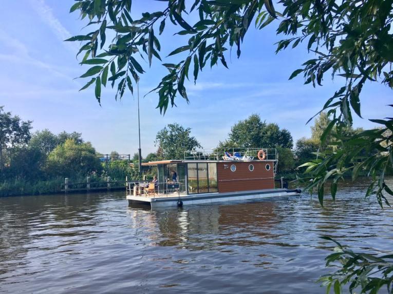 Slapen op een woonboot in Warns Friesland 1