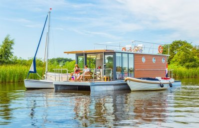 Slapen op een woonboot in Warns Friesland 12
