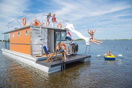 Huisboot in het Friese Warns