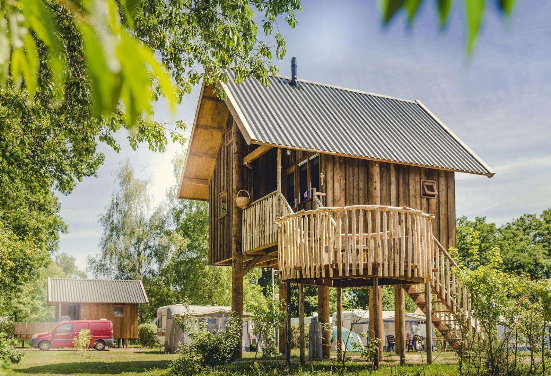 Glamping in een boomhut op vakantiepark Molke in Twente