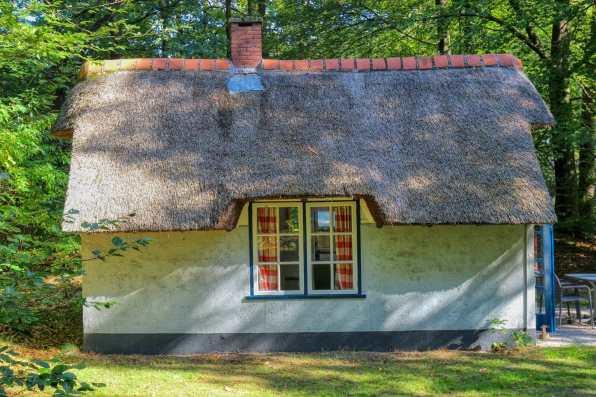 Origineel overnachten in een Hans en Grietje huisje 2