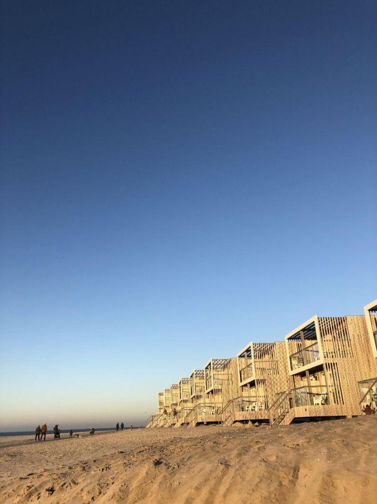 Bijzondere Overnachting Slapen op het strand in een strandhuisje hoek van holland-beachvilla039s-2