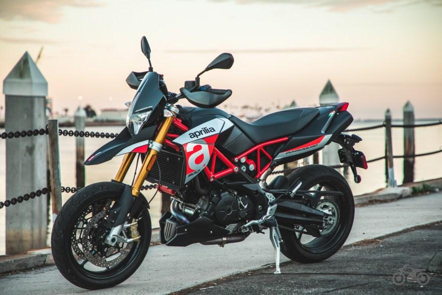bike review 2018 aprilia dorsoduro 900 bike urious. Black Bedroom Furniture Sets. Home Design Ideas