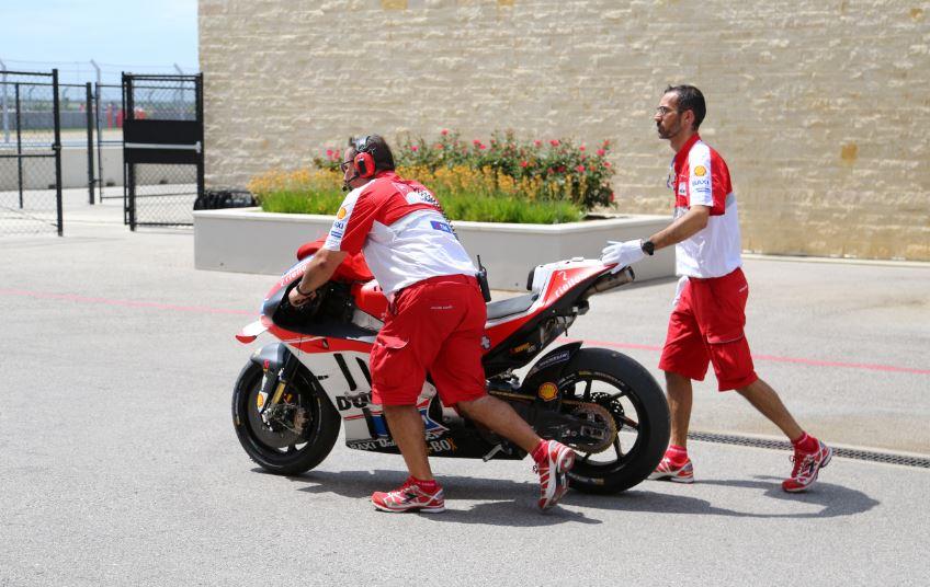 Bike-urious MotoGP Austin - Andrea Dovizioso Bike Damage Taking it Back to Pits