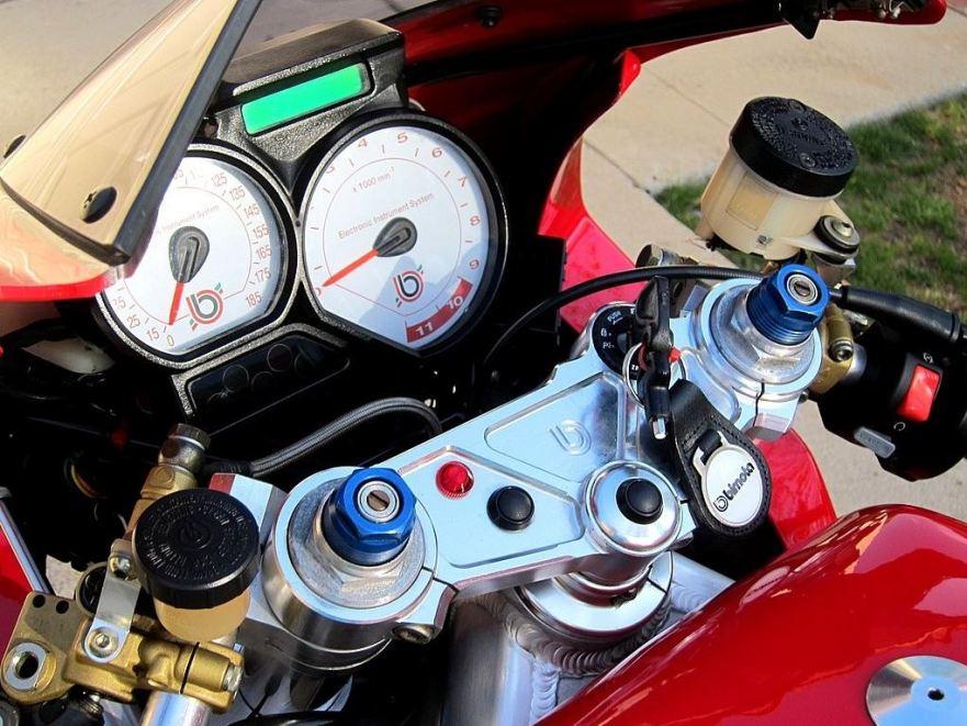 bimota-500-v-due-cockpit