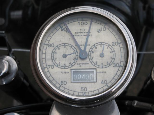 Brough Superior 680 - Gauges