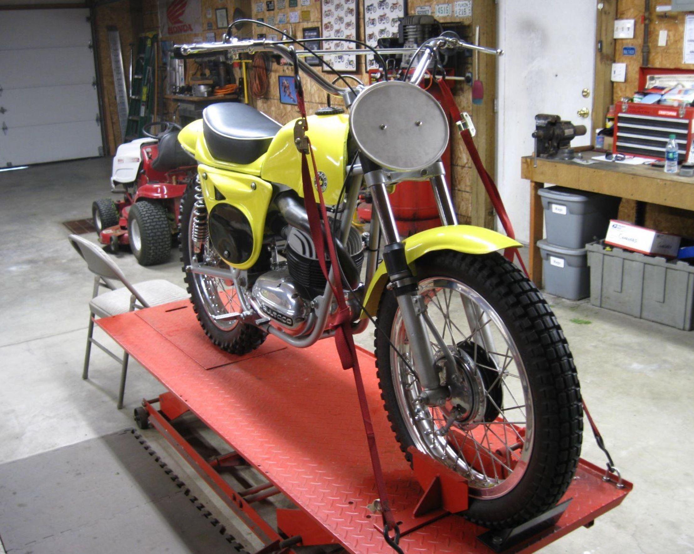 Spain 7 pcs Pursang Frontera New Bultaco Fender Rubber Fender Grommets