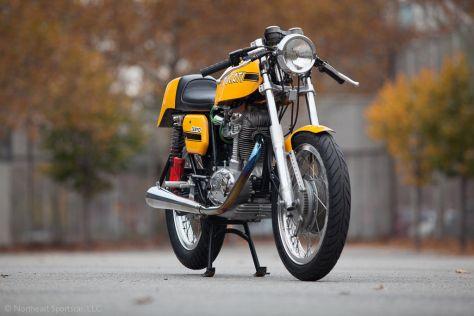 Ducati 450 Desmo - Front Right