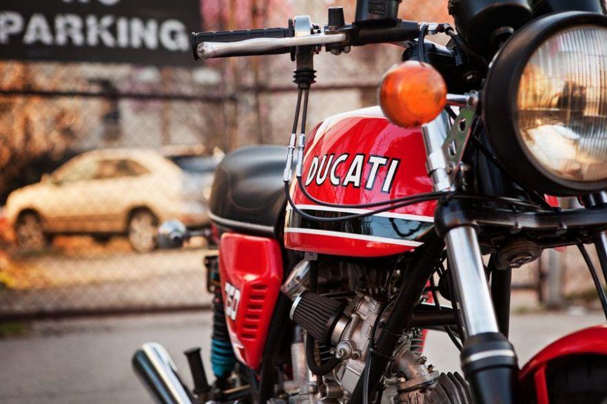 Ducati 750GT - Front