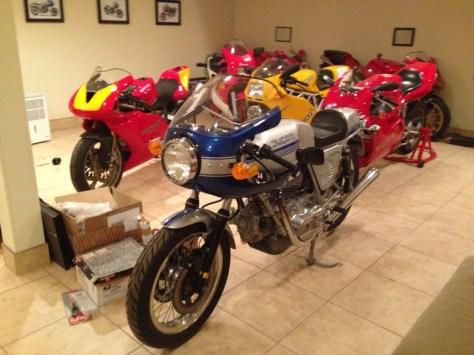 Ducati 900 SuperSport - Front Left