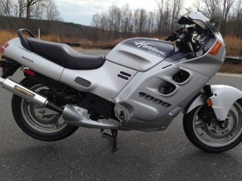 Honda CBR1000F Hurricane - Right Side
