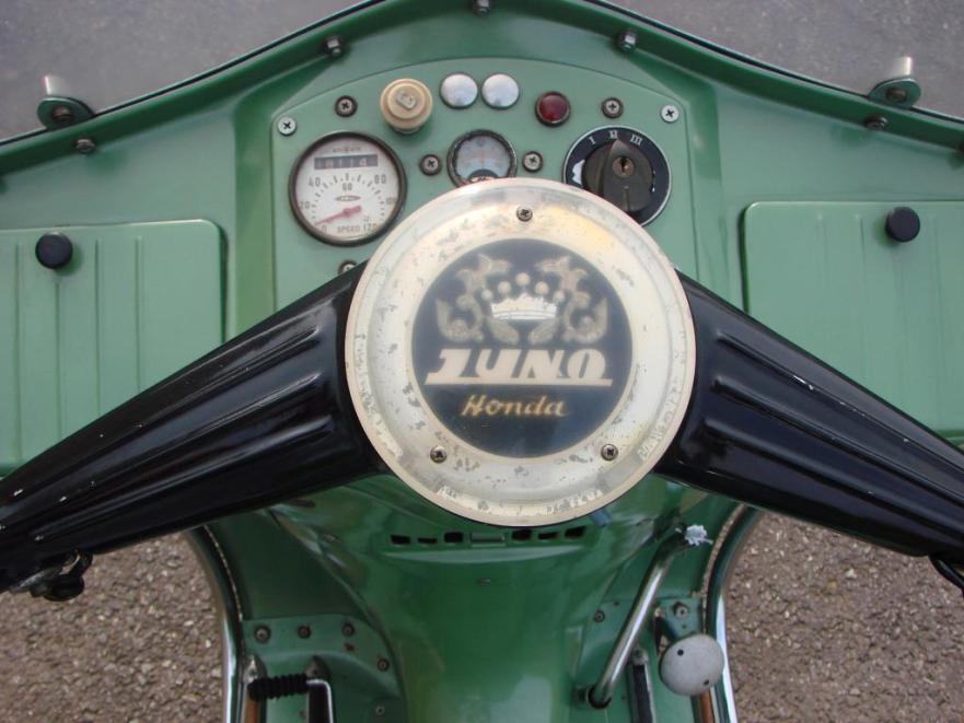 Honda Juno - Cockpit