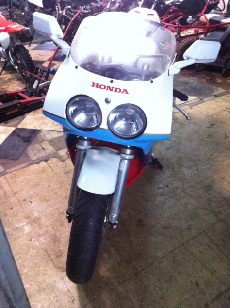 Honda RC30 - Front